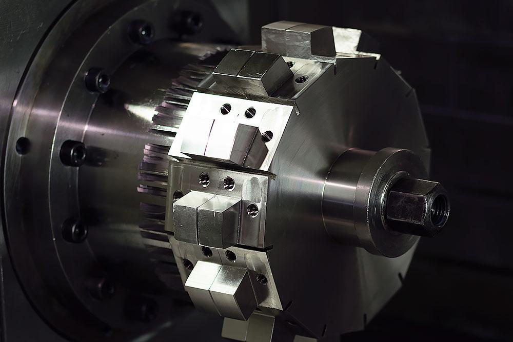 Spaantec Bohnenhacker - Komponente in einem CNC-Fräser eingespannt