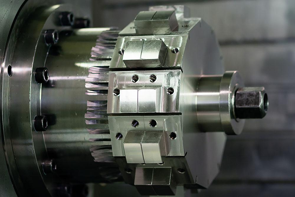 Spaantec Bohnenhacker - Komponente in einem CNC-Fräser eingespannt - Foto 2